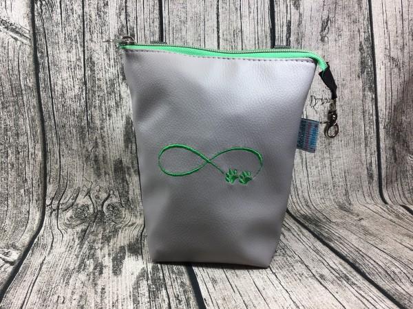 GassiTaschi Infinity Schleife mit Pfoten grün - hellgrau Rechtsträger