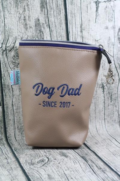 Gassi Taschi Dog Dad since 2017 sand - blau
